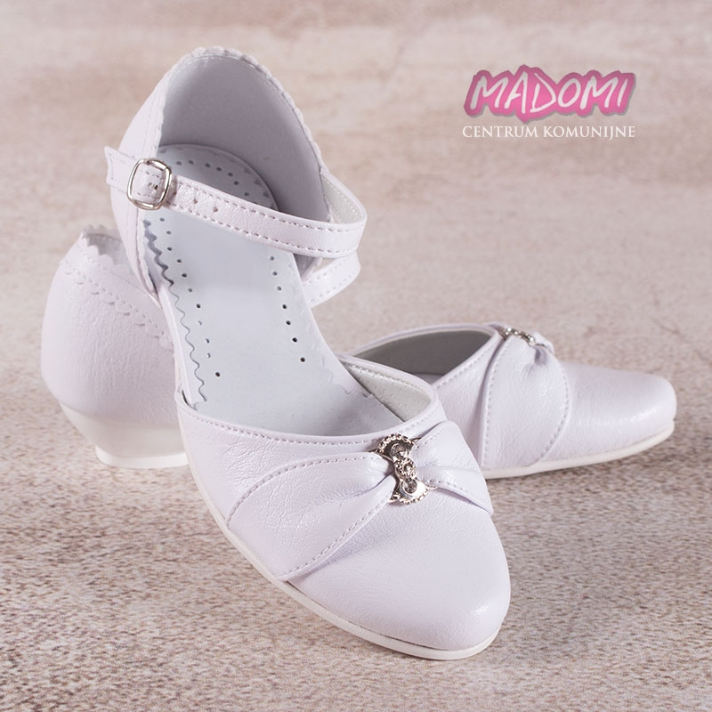 2b1d6927fbc89 białe obuwie komunijne dziewczęce z paseczkiem i klamerką Miko 716