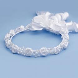Białe wianki komunijne z kryształkami i satynowymi kwiatkami WM67