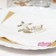 Białe serwetki papierowe z nadrukiem srebrnym i złotym